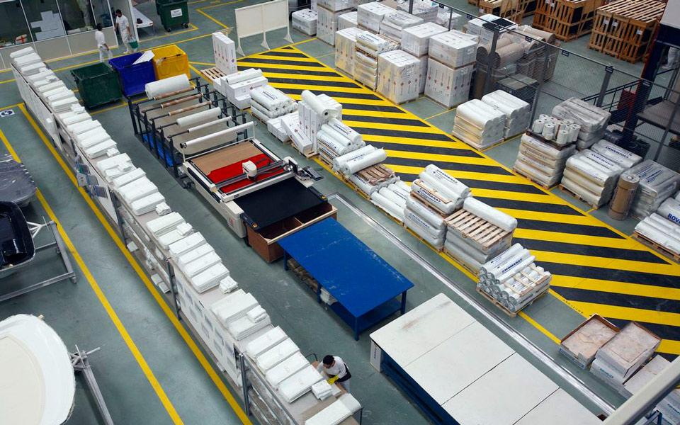 Máquina de corte de fibra y zona de almacenamiento | Advanced Composites by Rodman